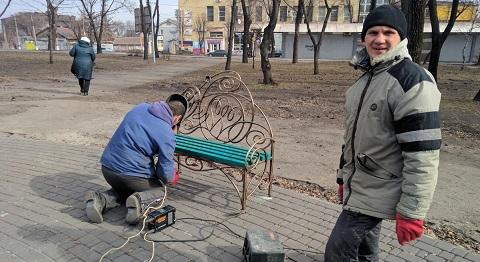 В центре Каменского «выросло» райское дерево Днепродзержинск