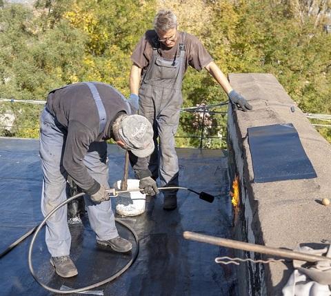 УКОЖФ г. Каменское направила силы на ремонт текущих крыш Днепродзержинск