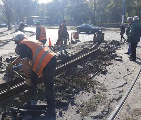 В Каменском заменили 15 метров пути на трамвайной линии Днепродзержинск