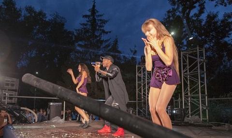 Первый праздничный день в г. Каменское завершили концертами Днепродзержинск