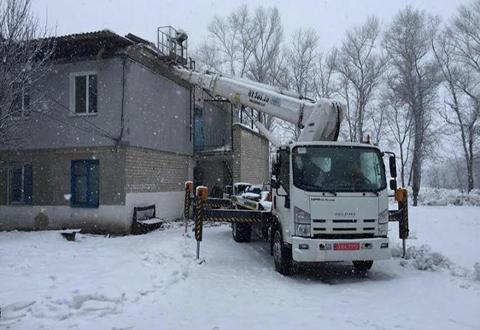 Коммунальщики Каменского приступили к работам на объекте с разрушенной крышей Днепродзержинск