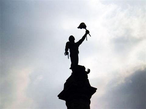 В Каменском инициативная группа встретила первомай у памятных мемориалов Днепродзержинск