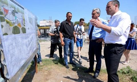 На строительстве социальных объектов г. Каменское побывал первый заместитель губернатора Днепродзержинск
