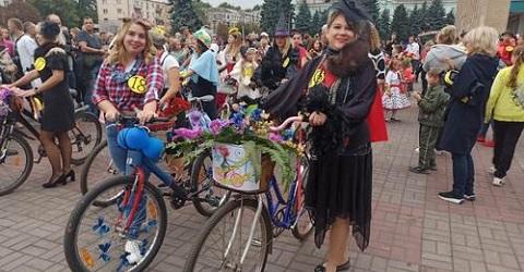 День города в Каменском отметился ретро-пробегом Днепродзержинск