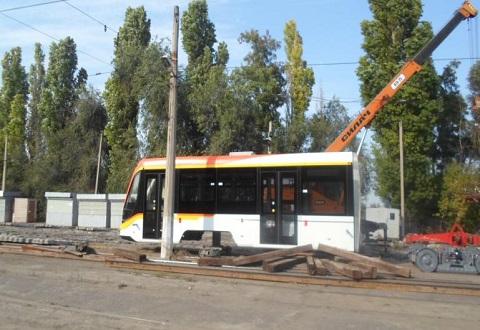 В Каменском проходит испытание нового трамвая из трех секций Днепродзержинск