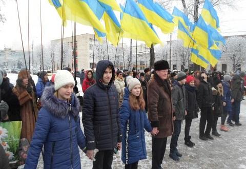 Каменчане провели флешмоб в День Соборности Украины Днепродзержинск