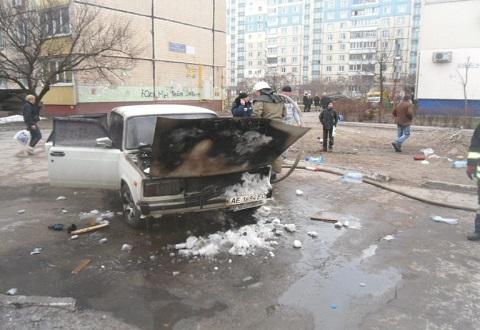 В Каменском горел ВАЗ-2105 Днепродзержинск