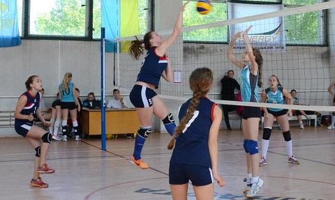 Волейболистки г. Каменское заняли второе место на чемпионате области Днепродзержинск