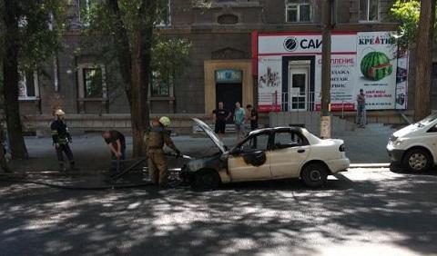 В Каменском горел автомобиль Днепродзержинск