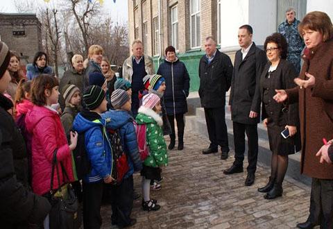 Мэр Каменского инспектировал работу школьных автобусов Днепродзержинск