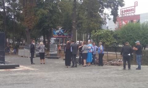 Градоначальник Каменского побывал с инспекцией в сквере по проспекту Свободы Днепродзержинск