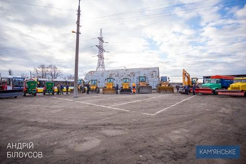 Мэр г. Каменское проверил готовность снегоуборочной техники к работе в зимний период Днепродзержинск