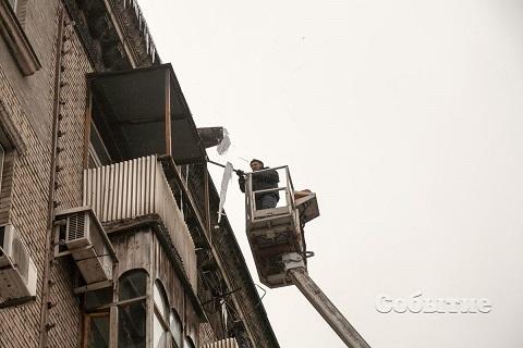 Для безопасности жителей в г. Каменское сбивают сосульки Днепродзержинск