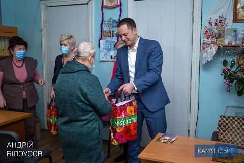 Градоначальник г. Каменское поздравил организации ветеранов с наступающими праздниками Днепродзержинск