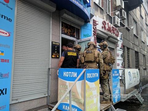 В Каменском сотрудники правоохранительных органов проводят спецоперацию Днепродзержинск