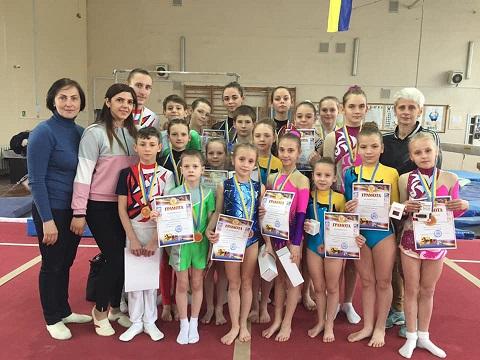 Акробаты г. Каменское взяли восемь призовых мест Всеукраинского турнира Днепродзержинск