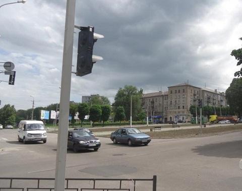В г. Каменское установили светофорное оборудование Днепродзержинск