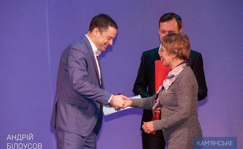 Каменчанок поздравили с Международным женским днем Днепродзержинск