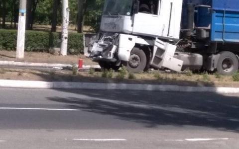 На левобережье Каменского столкнулись грузовики Днепродзержинск