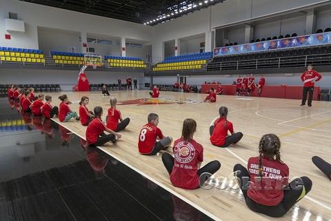 В Каменском члены команды БК «Прометей» провели совместную тренировку с учениками СОШ № 36 Днепродзержинск