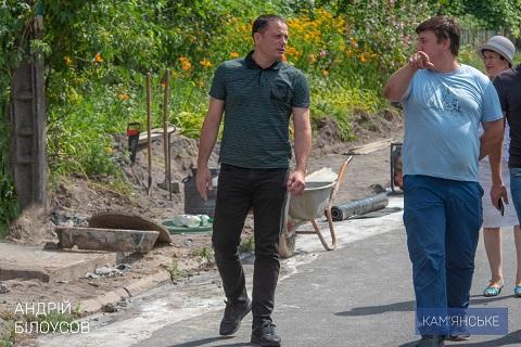 В городе Каменское идет строительство тротуара по улице Центральной  Днепродзержинск
