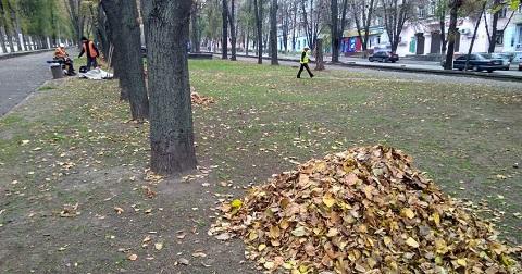 На улицах Каменского проводят осеннюю уборку  Днепродзержинск