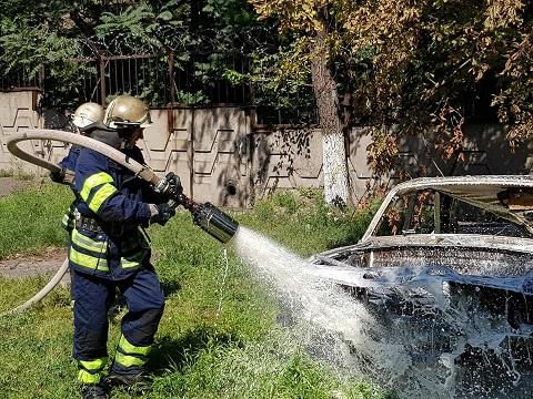 В Каменском спасатели отрабатывали навыки работы при ДТП Днепродзержинск