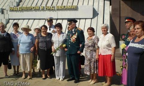 Каменские ветераны побывали у мемориала «Днепровский плацдарм» Днепродзержинск