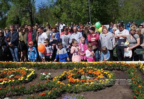 Торжества к годовщине Победы провели на мемориале в Каменском Днепродзержинск