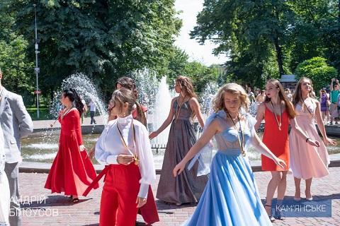 В Каменском выпускникам школ вручили медали Днепродзержинск