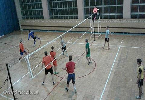 В Каменском прошли финальные матчи волейбольного турнира Днепродзержинск