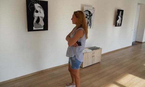 В административном здании ЦПКО г. Каменское открыли выставку работ В. Богуша Днепродзержинск