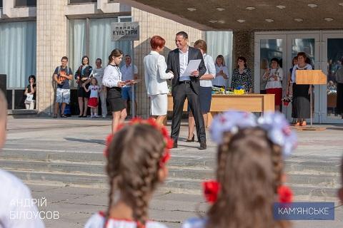 Градоначальник г. Каменское побывал на празднике Дня знаний в СОШ № 20 Днепродзержинск